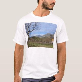 カラブリアの冬の農地 Tシャツ