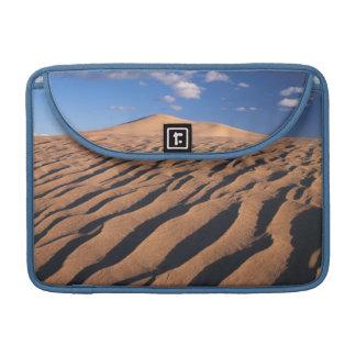 カリフォルニアのモハーベ砂漠のDumont砂丘 MacBook Proスリーブ