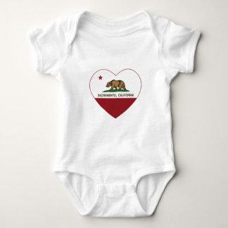 カリフォルニア旗のサクラメントのハート ベビーボディスーツ
