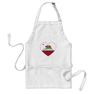 カリフォルニア旗のヒマラヤスギの谷間のハート スタンダードエプロン