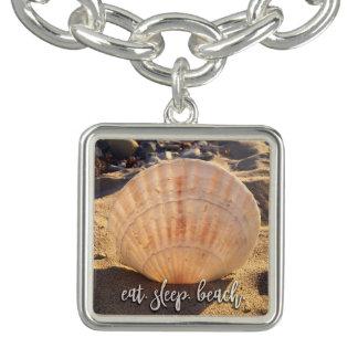 """カリフォルニア砂の貝殻の写真を""""食べて下さい、眠らせて下さい、浜に引き上げて下さい"""" チャームブレスレット"""