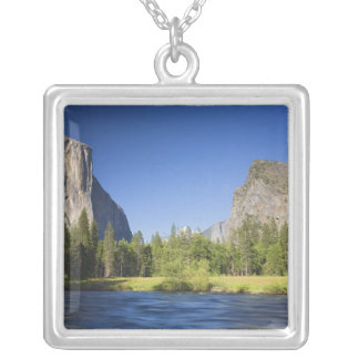 カリフォルニア、ヨセミテNP、El Capitanの谷の眺め、 シルバープレートネックレス