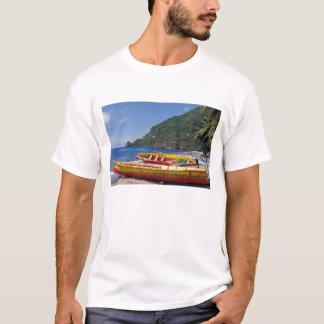 カリブ、BWI、セントルシアのヨット、Soufriere. Tシャツ