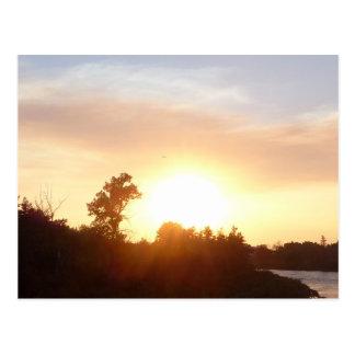 カルガリーのスカイライン上の日没 ポストカード
