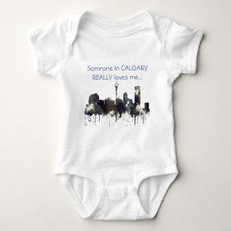 カルガリー、アルバータのスカイライン-チップス-赤ん坊のスーツ ベビーボディスーツ