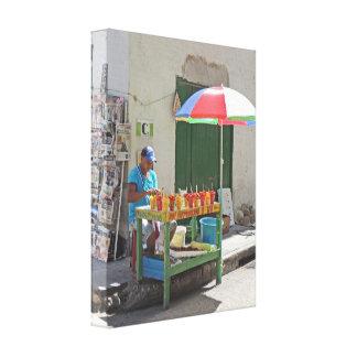 カルタヘナコロンビアの歩道のフルーツの売り手 キャンバスプリント