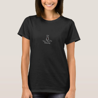 カルマの子猫- Sanskritスタイルのテキスト Tシャツ