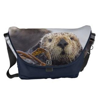 カワウソの驚きカリフォルニアラッコの急使のバッグ クーリエバッグ