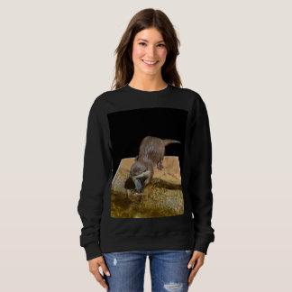 カワウソのPopoutの芸術、女性黒いスエットシャツ スウェットシャツ