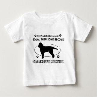 カワウソ猟犬のお母さんのデザイン ベビーTシャツ