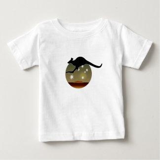 カンガルーオーストラリアアイコンベビーのTシャツ ベビーTシャツ