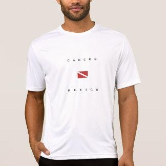 カンクンメキシコのスキューバ飛び込みの旗 Tシャツ