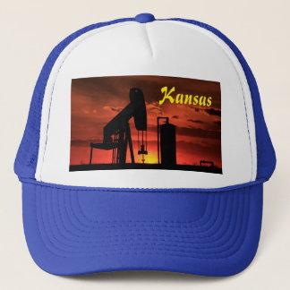 カンザスの油井ポンプ日没かシルエットの帽子 キャップ