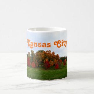 カンザスシティのカラフルな秋の群葉 コーヒーマグカップ