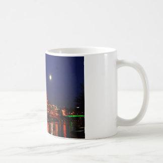 カンザスシティの広場のクリスマスの照明 コーヒーマグカップ
