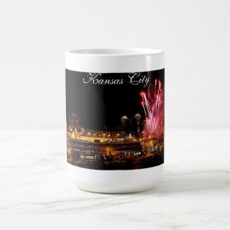 カンザスシティの広場ライト、花火のマグ コーヒーマグカップ