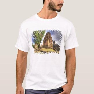カンボジア、アンコール・ワット。 Bakongの寺院の眺め Tシャツ
