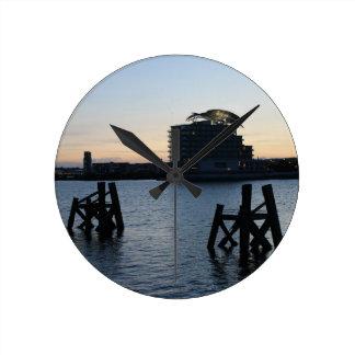 カーディフ湾の日没 ラウンド壁時計