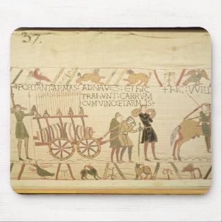 カートを引っ張っている人はワインおよび腕によって荷を積みました マウスパッド