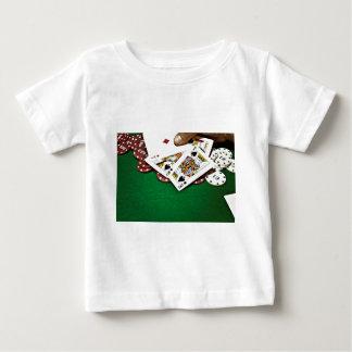 カードにグリーンテーブルのトランプのポーカーを示します ベビーTシャツ