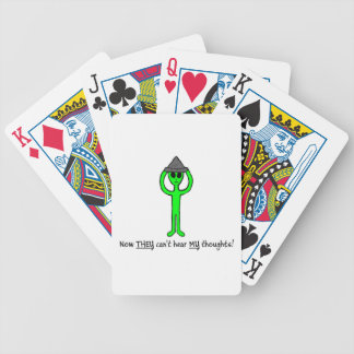 カードを遊ぶことのスズ箔の帽子のデッキを身に着けているエイリアン バイスクルトランプ