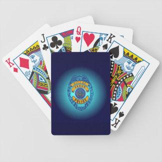 カードを遊ぶアクロンの警察 バイスクルトランプ