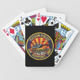 カードを遊ぶチューソンの警察の空気単位 バイスクルトランプ
