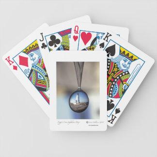 カードを遊ぶペギーの入江 バイスクルトランプ