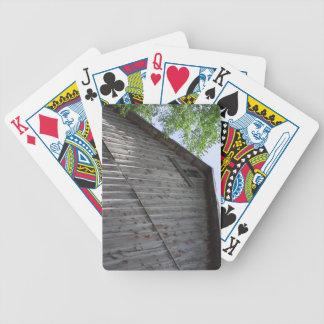 カードを遊ぶ上部の納屋の窓 バイスクルトランプ