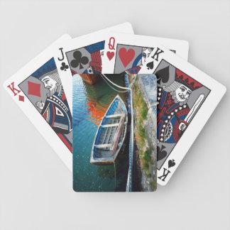 カードを遊ぶ古いアイルランドのボート バイスクルトランプ