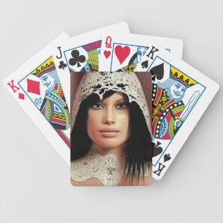 カードを遊ぶ若い女性のポートレート バイスクルトランプ