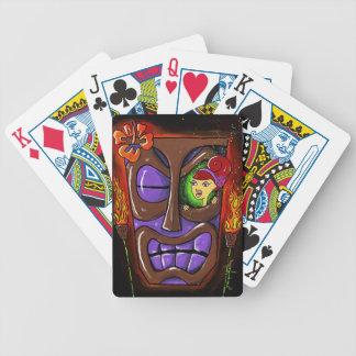 """カードを遊ぶTIKIのバー。 """"Tikiの目で"""" バイスクルトランプ"""