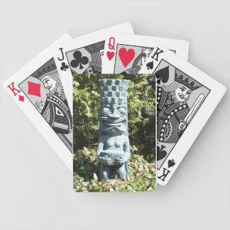 カードを遊ぶTIKI バイスクルトランプ