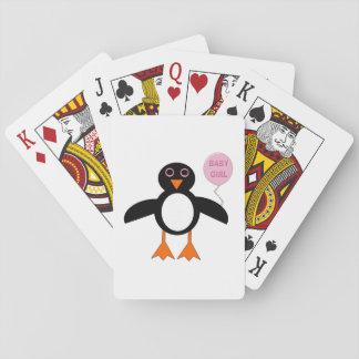 カードを遊んでいるかわいいピンクの女の赤ちゃんのペンギン トランプ