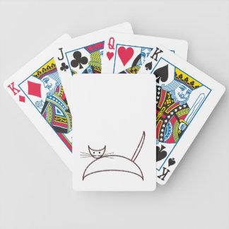 カードを遊んでいるブラウン猫 バイスクルトランプ