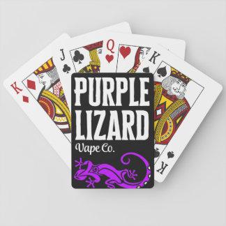 カードを遊んでいる紫色のトカゲ トランプ