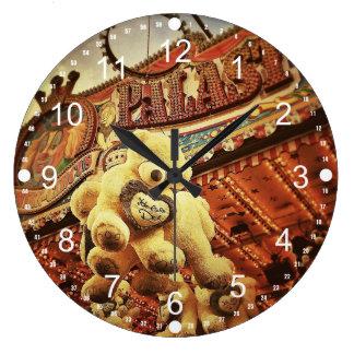 カーニバルのかわいいテディー・ベア ラージ壁時計