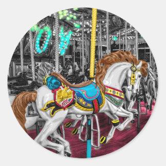 カーニバルのカラフルな回転木馬の馬 丸型シール