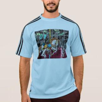 カーニバルのカラフルな回転木馬の馬 Tシャツ