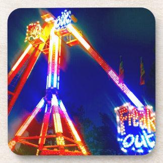 カーニバル市はネオン夜抽象芸術の写真をひどく神経質にします コースター