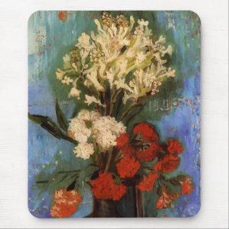 カーネーションおよび花が付いているゴッホのファインアートのつぼ マウスパッド