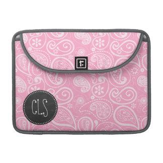 カーネーションのピンクのペイズリー; ヴィンテージの黒板の一見 MacBook PROスリーブ