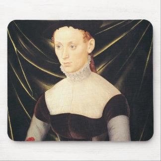 カーネーションを持つ女性 マウスパッド