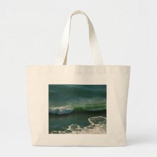 カールの太平洋の波を転がること ラージトートバッグ