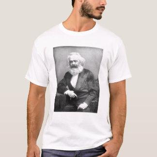 カール・マルクスのポートレート Tシャツ