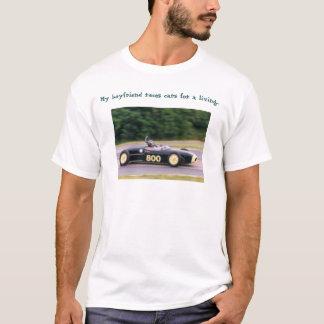 カーレースの運転手 Tシャツ