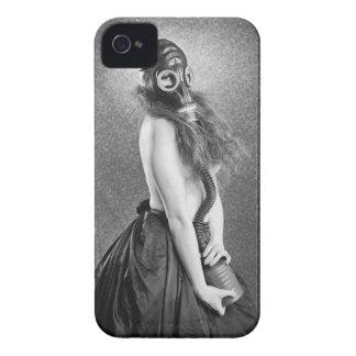 ガスマスクの女の子 Case-Mate iPhone 4 ケース