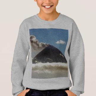 ガス、蒸気、噴火口からの灰のStratovolcanoの羽毛 スウェットシャツ