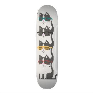 ガラスの山ピクセル芸術のスケートボードの猫 スケボー