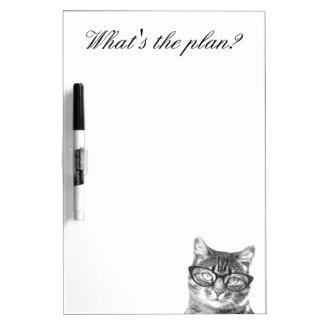 ガラスを持つおもしろいな猫は消去板を乾燥します ホワイトボード